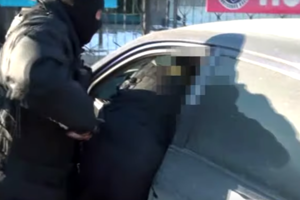 "2be1bda46ac228687c69135ede95d393 e1578983063479 600x400 - ""Masks-show"" in Aktobe region: the officer pulled out of the car"