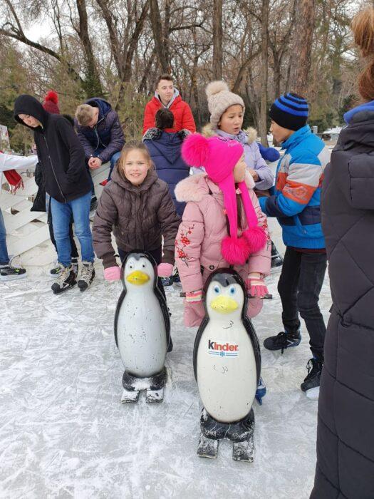 a87cb7411296a0c13fc8eb1656a6871d 525x700 - In Almaty pupils spetskompleks children stood on skates