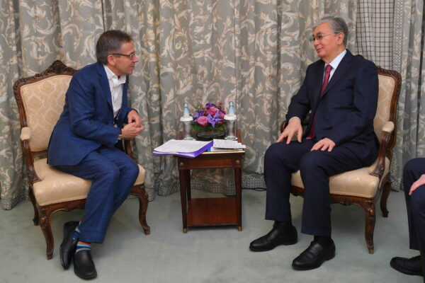b8a445987985b6c65351f1ce712fdac6 600x400 - The head of state exchanged views with the renowned expert