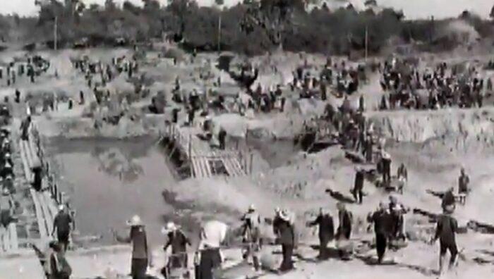 Ямы на Полях смерти строились под видом каналов