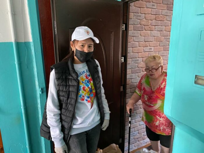 волонтеры помогли малоимущим алматы