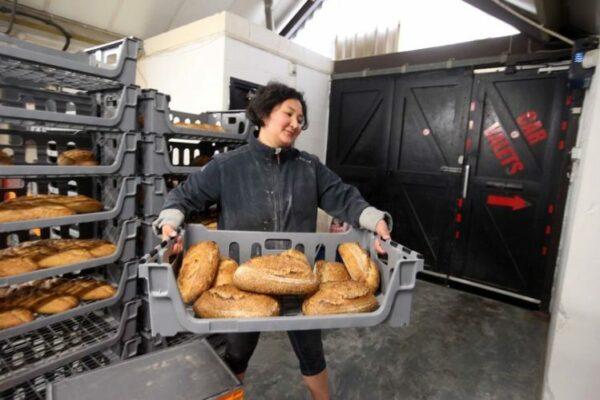 c34a00fd510c3393f55a6cbb2aa8d747 600x400 - Kazahstanka fascinated the British author's bread