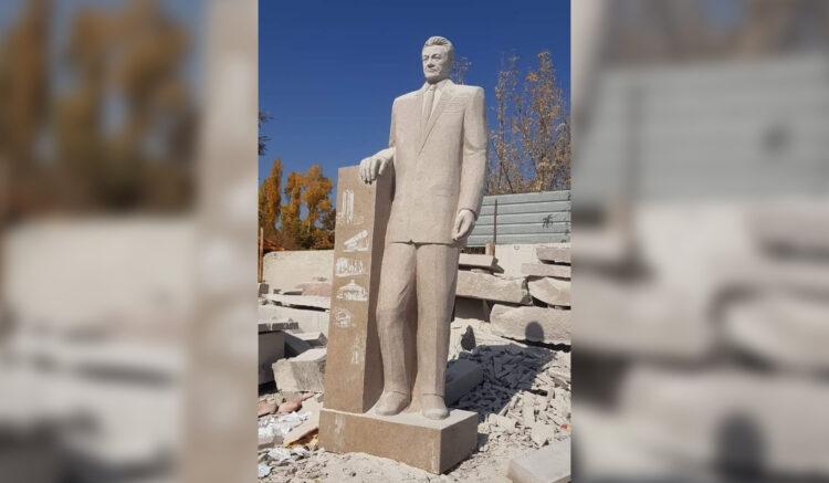 Скандальный памятник Динмухамеду Кунаеву