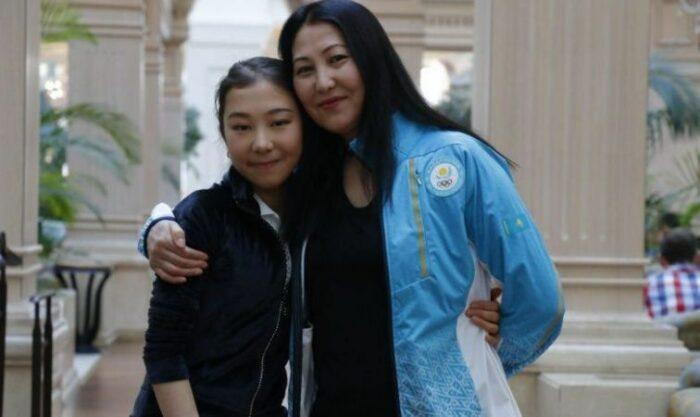 Элизабет Турсынбаева с матерью